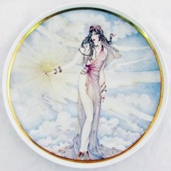 Настенная тарелка Девушка-времена года