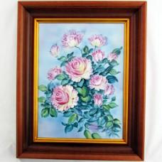 Картина Розовые розы в деревянном багете