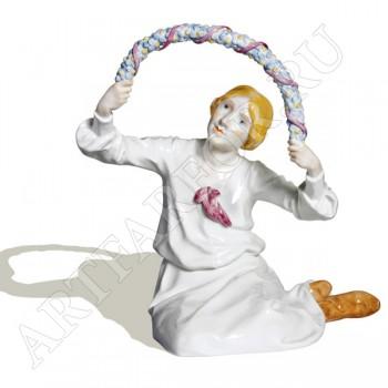 Фигурка «Девочка сидящая под аркой из цветов»