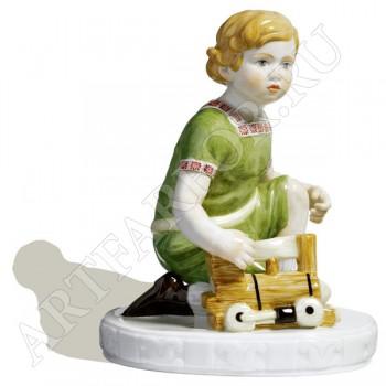 Фигурка «Ребенок с паровозиком»