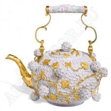 Чайник со снежными лепестками